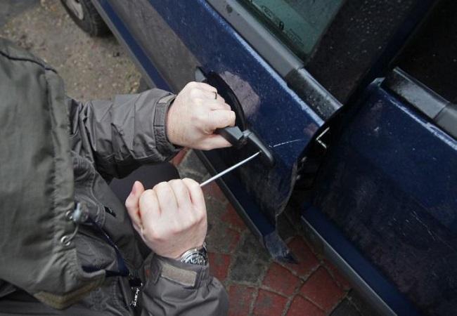 В Уфе был задержан вор, похитивший вещи из салона автомобиля